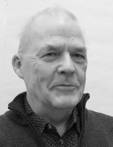 Hans Uwe Petersen: cand phil. i historie. Har beskæftiget sig med Weimar Republikken, besættelsestiden, arbejderbvægelsens forbundspolitik. email: hup snabel-a marxistiskanalyse.dk